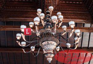 Lampu Gantung Masjid Joglo